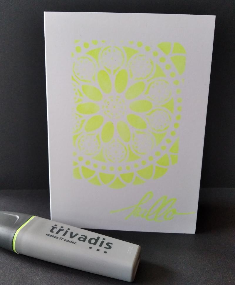 Karten machen mit einem Leuchtmarker.